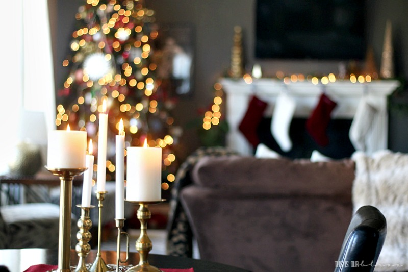 A Very Merry Christmas Tour - SImply Red Christmas Family Room with Classic decor