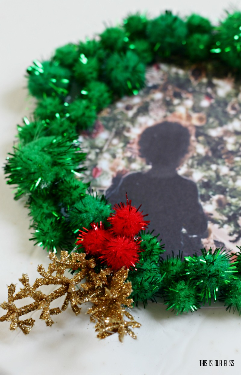 DIY Pom Pom Wreath Photo Ornament - Simple, special and affordable DIY Christmas Ornament!
