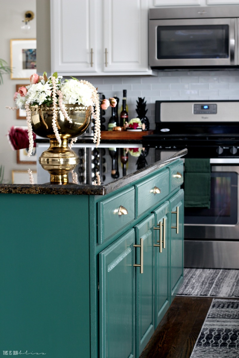 kitchen island painted with benjamin moore hunter green